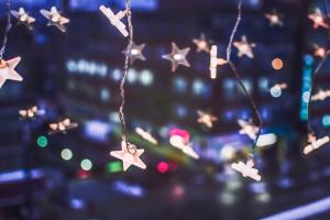 聖誕小燈泡等線材,在收納時最易碰上打結的問題。